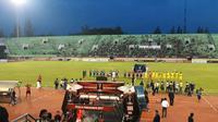 Arema FC bertanding melawan Sriwijaya FC pada 8 besar Piala Presiden 2017 di Stadion Manahan, Solo, Minggu (26/2/2017). (Twitter Arema)