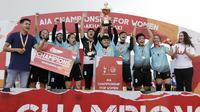 Pemain Footbalicious melakukan selebrasi usai menjuarai Kompetisi Nasional AIA Championship for Women 2018 di Lapangan TNI AU, Jakarta, Sabtu (01/12). Dari turnamen ini akan dipilih 16 orang untuk bertanding di Bangkok. (Bola.com/M Iqbal Ichsan)