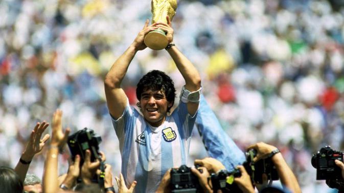 Rival Diego Maradona Beri Penghormatan : Semoga Menemukan Kenyamanan di Tangan Tuhan