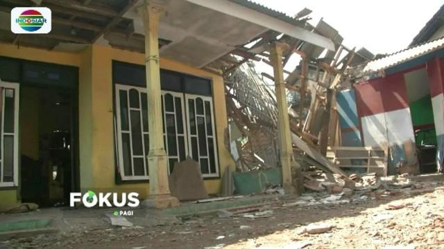 Sebuah rumah di Kabupaten Malang, Jawa Timur, rusak parah akibat ledakan petasan. Selain itu, satu orang meninggal dunia dan satu lainnya mengalami luka serius.