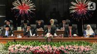 Lima pimpinan DPRD DKI Jakarta memimpin sidang paripurna di Gedung DPRD DKI Jakarta, Senin (14/10/2019). Ketua DPRD DKI Jakarta kembali dijabat oleh Prasetio Edi Marsudi. (Liputan6.com/Faizal Fanani)