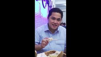 Gaya Erick Thohir Makan Durian di Medan, Habis Lima Butir Sendirian
