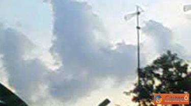 Citizen6: sebuah keajaiban alam berupa awan yang berbentuk lafaz Allah, sesaat menjelang berbuka puasa. (Pengirim: Winarno Ray)