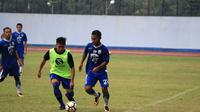 Aksi Ardi Idrus (29) saat trial bersama Persib di Stadion Arcamanik, Bandung, Senin (19/3/2018). (Bola.com/Erwin Snaz)