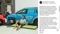 Mobil listrik rusak setelah menerjang banjir (@plugmein/Instagram)