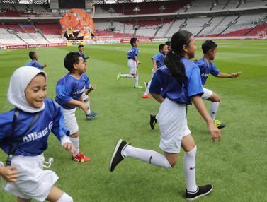 FOTO: Allianz Ajak Putra Putri dari The Jakmania untuk Dampingi Persija