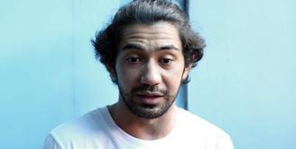 Salah satu yang menjadi kunci kesuksesan film adalah promosi. Hal itulah yang dilakukan Reza Rahadian. Dalam film terbarunya Benyamin Biang Kerok ia rela mengosongkan filmnya. (Nurwahyunan/Bintang.com)