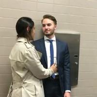 Tak banyak orang yang rela atau mau menikah di toilet, tapi pasangan ini melakukannya untuk sebuah alasan yang tak biasa.