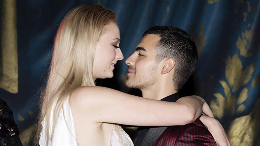 Joe Jonas dan Sophie Turner (rex/shutterstock/hollywoodlife)