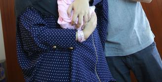 Saat mendampingi istrinya, Shireen Sungkar berjuang  untuk melahirkan anak keduanya, Teuku Wisnu malah tertawa. Lantas apa yang membuat lelaki yang kini berjenggot tersebut ketawa?. (Galih W. Satria/Bintang.com)
