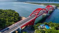 Jembatan Holtekamp berada di atas Teluk Youtefa, Kota Jayapura, Papua. (Dok. Kementerian PUPR)