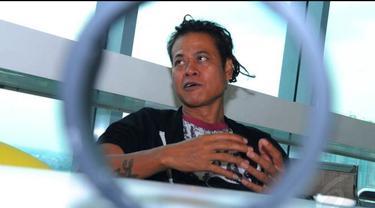 Lama berkecimpung di dunia musik reggae, Tony Q Rastafara mulai beralih menjadi seorang pelukis.