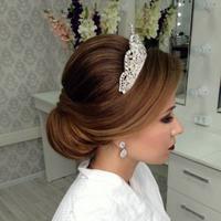 gaya rambut yang indah untuk kep pesta pernikahan. (foto: Instagram/@milagolubeva)