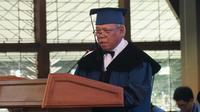 Menteri Pekerjaan Umum dan Perumahan Rakyat Basuki Hadimuljono memberikan pidato penghargaan gelar Doktor Honoris Causa dari Institut Teknologi Bandung (ITB). (Liputan6.com/Huyogo Simbolon)
