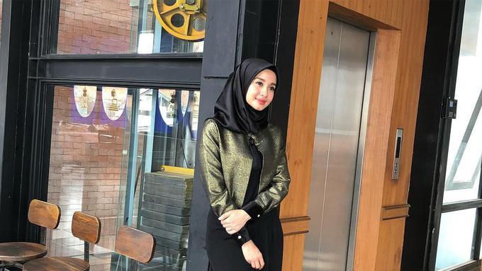Sederet 5 Busana Hijab Elegan Buat Ketemu Calon Mertua Fashion