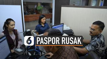 Rusak dan hilangnya paspor akibat bencana tidak akan terkena denda. Salah satunya korban banjir yang paspornya rusak atau hilang.