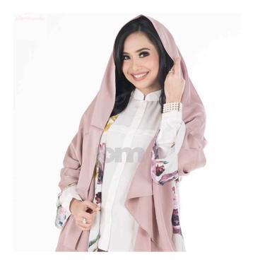 6 Potret Feni Rose saat Pakai Hijab, Disebut Makin Cantik