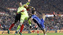Kiper Sunderland,  Jordan Pickford iberada pada urutan kedua penjaga gawang dengan penyelamatan terbanyak yaitu 67 kali mengamankan gawangnya dari serangan lawan pada laga Premier League. (Action Images via Reuters/Lee Smith)
