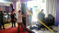 Satpol PP Kota Depok menyegel lokasi hiburan pada acara hajatan warga di Kecamatan Cipayung. (Foto: Istimewa).