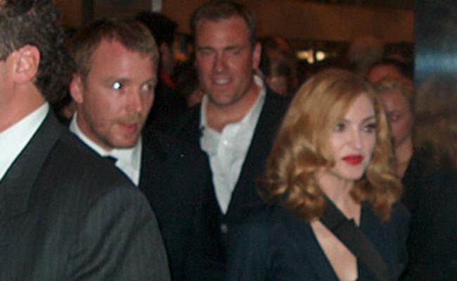 Guy Ritchie – Madonna. (Sumber Flickr/Tony Shek cia Creative Commons)
