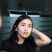 Ayu Ting Ting usai jenguk Julia Perez di RSCM (Deki Prayoga/bintang.com)