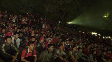 Acara nonton bareng (nonbar) big match antara Manchester United melawan Liverpool yang diadakan Bola.com bersama Nexmedia dan Bigreds regional Bekasi berlangsung meriah.