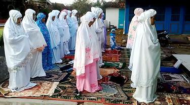 Ilustrasi – Penganut Islam Aboge di Desa Kracak Kecamatan Ajibarang Kabupaten Banyumas, Jawa Tengah menggelar Salat Ied dan perayaan Idul Fitri 1439 Hijriyah. (Foto: Liputan6.com/Muhamad Ridlo)