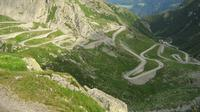 Foto jalan yang harus ditempuh sebelum ada terowongan Gotthard Base. Foto: Wikipedia