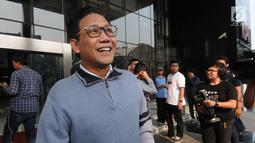 Ketua DPRD Jawa Timur, Abdul Halim Iskandar meninggalkan Gedung KPK seusai memenuhi panggilan penyidik di Jakarta, Selasa (31/7). Ini kali kedua Halim dipanggil penyidik setelah sebelumnya tak bisa hadir karena sakit. (Merdeka.com/Dwi Narwoko)