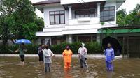 Depan rumah Kapolri Listyo Sigit terendam banjir. (Liputan6.com/Ady Anugrahadi)