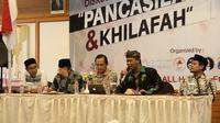 Mantan kapolda Jabar irjen Pol. (Purn) Anton Charliyan bersama narasumber lainnya dalam diskusi  Pancasila dan Khilafah di Garut (Liputan6.com/jayadi supriadin)