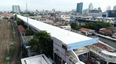 Pemprov DKI Jakarta menargetkan pembangunan jembatan Multiguna Skybridge akan selesai akhir November 2018. Jembatan ini menghubungkan Pasar Tanah Abang dan Stasiun Tanah Abang