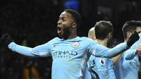 Pemain Manchester City, Raheem Sterling membuntuti Aguero pada urutan kedua top scorer, Sterling telah mengoleksi 17 gol hingga pekan ke-34 Premier League. (AFP/Oli Scarff)