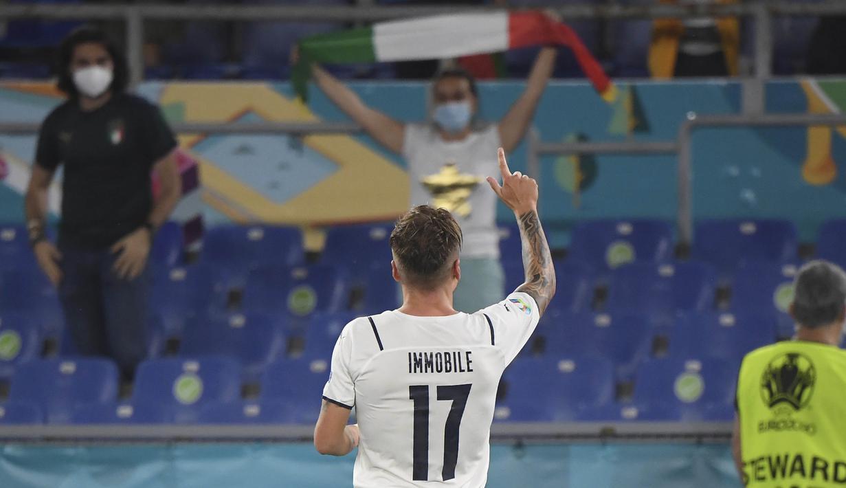 Pemain Timnas Italia, Ciro Immobile menyumbangkan satu dari tiga gol yang diraih Timnas Italia saat melawan  Timnas Turki. Dua gol lainnya dicetak oleh gol bunuh diri Merih Demiral dan Lorenzo Insigne. (Foto: AP/Pool/Alberto Lingria)