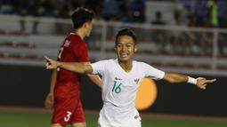 Gelandang Timnas Indonesia U-22, Sani Rizki, merayakan gol yang dicetaknya ke gawang Vietnam U-22 pada laga SEA Games 2019 di Stadion Rizal Memorial, Manila, Minggu (1/12). (Bola.com/M Iqbal Ichsan)