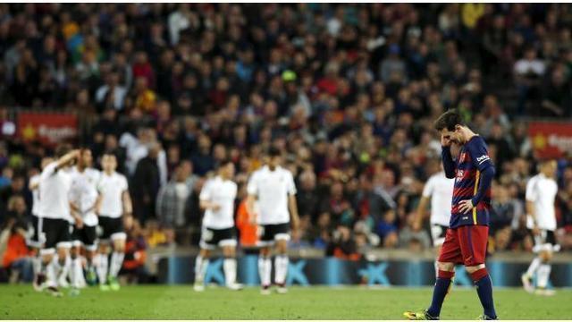 City kini duduk di peringkat tiga, menggeser Arsenal ke posisi empat. Dan Samadikun ditangkap saat hendak nonton F1 di Shanghai