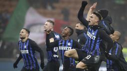 1. Inter Milan - Klub asal kota Milan ini sedang mengirimkan 26 pemain nya  ke klub lain dengan status pinjaman. Sebagian besar pemain yang dipinjamkan berusia 21 tahun ke bawah. (AP/Luca Bruno)