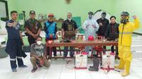 Pos Gabungan Relawan Covid-19 Kota Bandung kompak melakukan aksi sosial di tengah pandemi Corona. (Humas Kota Bandung)