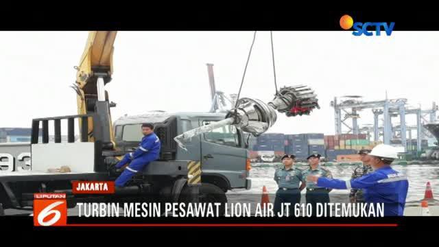 Benda ini ditemukan tim penyelam TNI AL di area yang terdeteksi sinyal yang dikeluarkan oleh black box cockpit CVR.