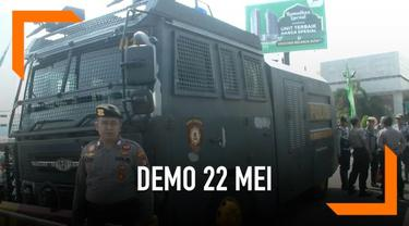 Ribuan petugas kepolisian berjaga di sekitar lingungan kota Bekasi. Alasannya karena takut terkena imbas kericuhan demo 22 Mei di Jakarta.