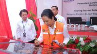 Menteri Badan Usaha Milik Negara (BUMN), Rini M Soemarno meresmikan tiga infrastruktur kelistrikan di Jayapura, Papua. Dok Kementerian BUMN