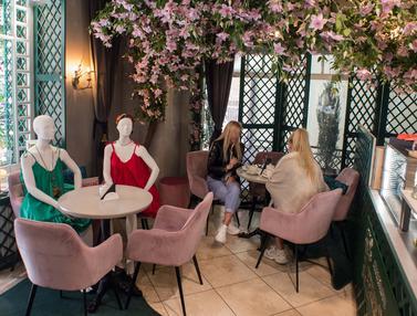 FOTO: Restoran dan Kafe di Lithuania Pamerkan Koleksi Mode