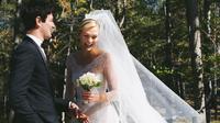 Supermodel Karlie Kloss resmi menikah dengan Joshua Kushner. (dok. Twitter @karliekloss/https://twitter.com/karliekloss/Putu Elmira)