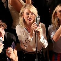 Usai putus dengan Tom Hiddleston, Taylor Swift terlihat bahagia. (AFP/Bintang.com)