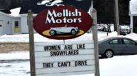 Seorang penjual mobil memasang tulisan-tulisan papan iklan penjualan mobil yang mengundang kecaman kaum wanita. Kenapa, ya?