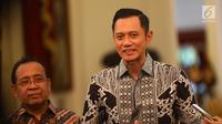 Ketua Kogasma Partai Demokrat Agus Harimurti Yudhoyono atau AHY memberi keterangan usai bertemu dengan Presiden Joko Widodo di Istana Merdeka, Jakarta, Kamis (2/5/2019). AHY meminta semua pihak bersikap ksatria terhadap apapun hasil Pemilu 2019 yang diumumkan KPU. (Liputan6.com/Angga Yuniar)