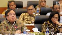 Menteri Keuangan Sri Mulyani bersama Menteri PPN/Kepala Bappenas Bambang Brodjonegoro saat rapat kerja dengan Banggar DPR, Jakarta, Selasa (4/9). Rapat kerja membahas penyampaian pokok-pokok RUU APBN 2019. (Liputan6.com/JohanTallo)