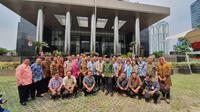 Wali Kota Bogor Bima Arya dan wakilnya Dedie A. Rachim memboyong kepala dinas dan camat Kota Bogor ke Gedung Komisi Pemberantasan Korupsi (KPK). (Liputan6.com/Fachrur Rozie)