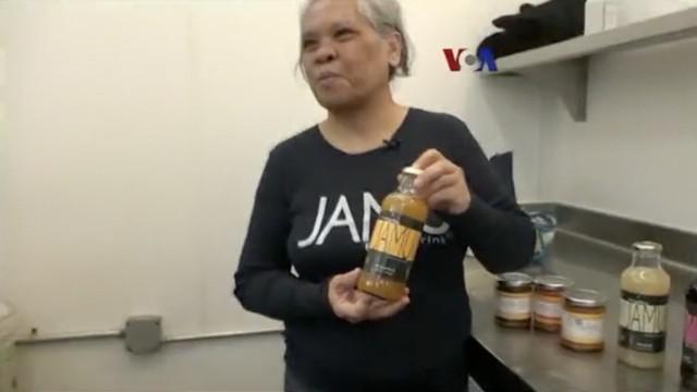 """Perempuan kelahiran Parakan, Jawa Tengah yang kini bermukim di San Francisco, California, merintis bisnis jamu dan sambal dengan label """"Sajen"""" sejak tahun 2010."""