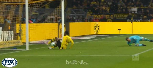 Berita video Michy Bashuayi mencetak gol pada laga Borussia Dortmund vs Hamburg 2-0 di Bundesliga. This video presented by BallBall.